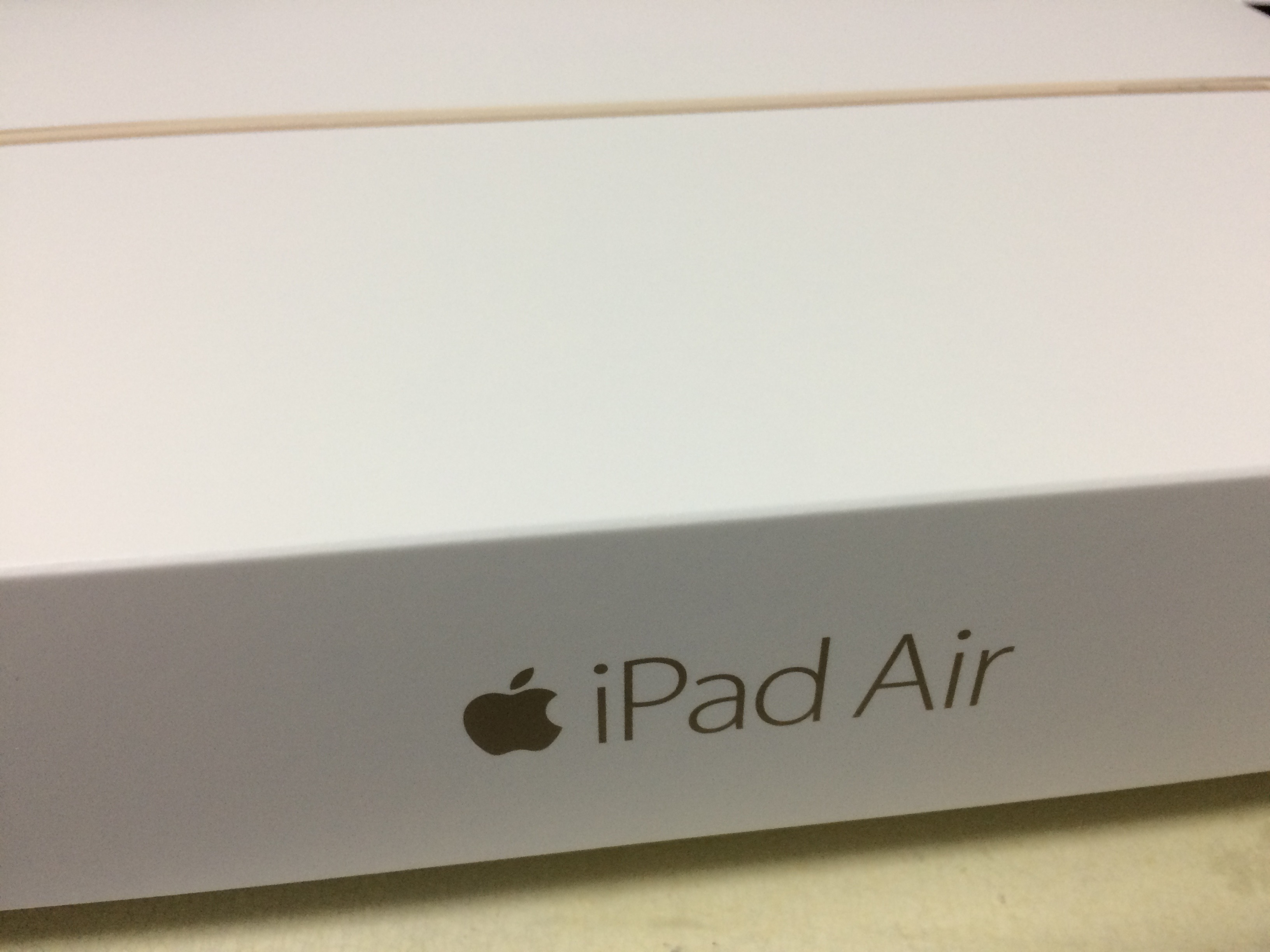 Apple iPad Air2 (64GB)が届いた!!